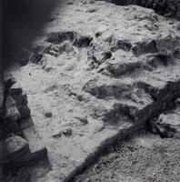 F013365 Serie foto's van opgravingen in de Bovenkerk door G. D. v.d. Heide, waarbij het oudste van de tufstenen kerk in ...