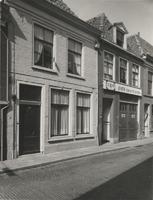 F000309 De voorgevels van woningen aan de Buitennieuwstraat nrs. 70 en 72.