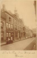 F000248 Broederweg met 3e gebouw van rechts Hotel des Pays-Bas, rechts de Broederpoort.