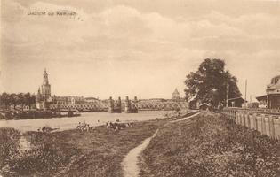 F000095 De IJsselbrug in de jaren 20-30 van de vorige eeuw, links de Nieuwe Toren en de kade die reikt tot aan de ...