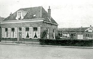 F013404 Woning in de Dorpsstraat in IJsselmuiden.