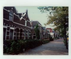 F013425 Woningen aan de Burg. Van Engelenweg in IJsselmuiden.