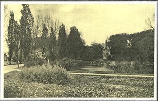 F005713 Plantsoen met Cellebroederspoort in de jaren dertig van de vorige eeuw.