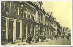 F005715 De Theologische School aan de Oudestraat in de jaren twintig van de vorige eeuw.