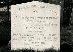 F003954 Grafsteen van Sara Aaltje Schaap, geboren 19 november 1859/22 Cheswan (5)619, en van Sophie Schaap, geboren 25 ...