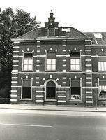 F003924 Linkerzijde van de voorgevel van de voormalige sigarenfabriek Indiana aan de IJsselkade voor de restauratie.
