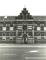 F003929 Rechterzijde van de voorgevel van de voormalige sigarenfabriek Indiana aan de IJsselkade voor de restauratie.