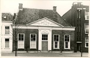 F000499 Een der gebouwen van de Verenigde Gasthuizenaan de Burgwal.Dit pand heeft tot 1940 dienst als secretarie voor ...