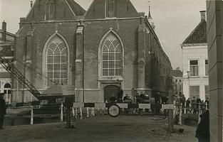 F006252 Renovatie van de Burgel, begin van de sloop van de Broederbrug, op de achtergrond de Broederkerk.