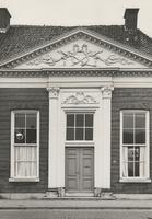 F000500 Hoofdingang van één der gebouwen van de Verenigde Gasthuizen aan de Burgwal.Dit pand heeft tot 1940 dienst als ...