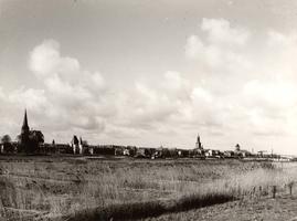 F000104 Panorama van Kampen, de IJsselkade van Bovenkerk (links) tot aan de Buitenkerk (rechts).