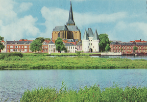 F000107-2 De Bovenkerk en de Koornmarktspoort.