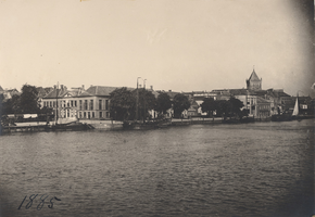 F000110 Een blik op de stad Kampen uit 1885, rechts de toren van de Buitenkerk.
