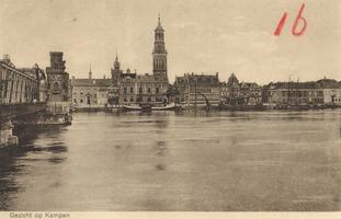 F000123 Links de toren van het middenstuk van de IJsselbrug, rechts daarvan de kleine Schepentoren en daarnaast de ...