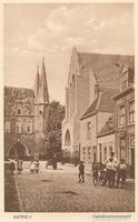 F000239 Broederweg met Broederpoort en de Nederlands Gereformeerde kerk (rechts).