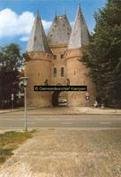 F005674 Koornmarktspoort, gebouwd in de 2e helft van de 14e eeuw.