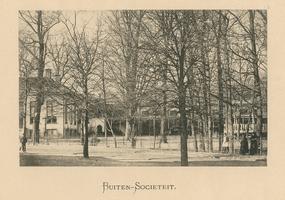 F002110 De oude Buitensocieteit, ooit vertrokken van dit punt de koetsen naar Hasselt en Zwolle, gebouwd in 1889 en ...