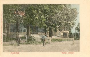 F002113 De oude Buitensocieteit, ooit vertrokken van dit punt de koetsen naar Hasselt en Zwolle, gebouwd in 1889 en ...