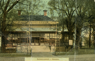 F002114 De oude Buitensocieteit, ooit vertrokken van dit punt de koetsen naar Hasselt en Zwolle, gebouwd in 1889 en ...