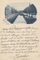 F000381 Temidden van de Burgwal (rechts) en de Vloeddijk (links) ligt de stadgracht de Burgel. Onder de afbeelding een ...