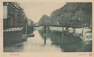 F000382 De Meeuwenbrug, in 1860 heette deze brug Blauwebrug, de brug is in de jaren zestig van de vorige eeuw vervangen ...