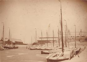 F000281 De Buitenhaven in de winter omstreeks 1905, deze haven werd tot ong. 1961 aangegeven aan de Nieuwe Buitenhaven, ...