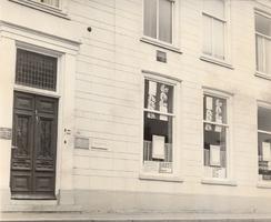 F000548 De pui van de voorgevel van het huis Burgwal nr. 86 waarin het Creativiteitscentrum 't Speelwerk is gevestigd.