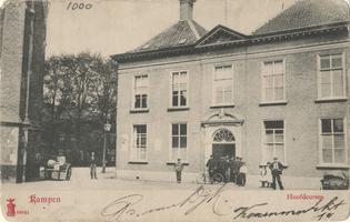 F001000 Westgevel van de Hoofdcursus aan de Koornmarkt, De hoofdcursus nam haar intrek in 1883, daarvoor was er de ...