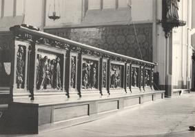 F000975 Communiebank met vijf panelen in de Onze Lieve Vrouwe- of Buitenkerk, de voorstellingen van de panelen is ...