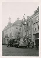 F006207 Transport van de brandkast van de Sociale Dienst der gemeente Kampen van de Buiten Nieuwstraat naar de nieuwe ...