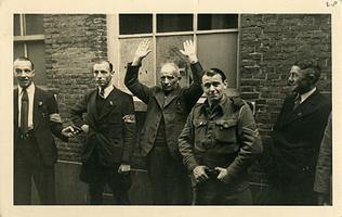 F002973 Arrestatie van Johan Boesveld, adjudant bij de marechassee, per 1 januari 1943 hoofd van het Kamper ...