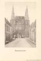 F000665 De Broederweg met zicht op Broederpoort, deze kaart is van voor de bouw van de Nieuwe Kerk (rechts op de hoek) ...