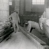 F010995 Tijdens de restauratie in de Broederkerk zijn er balken met een inscriptie gevonden.
