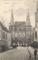 F000670 Broederpoort aan de Broederweg ter hoogte van de Nieuwe Kerk.