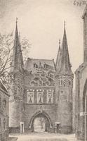 F000673-2 De Broederpoort, aan de rechterzijde is nog net zichtbaar de Nieuwe Kerk.