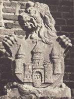F000723-1 Groefstenen leeuw uit de 18e eeuw, schildhouder met wapen van Kampen, afkomstig van de houten IJsselbrug en ...