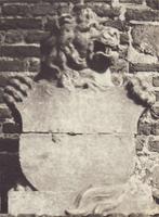 F000723-2 Groefstenen leeuw uit de 18e eeuw, schildhouder, afkomstig van de houten IJsselbrug en opgesteld in het ...