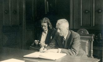 F012696 Huwelijk (vader & Ans) Berk, Jan (geb. 1897) en Benes, Ans G. (geb. 1916) in september 1944 te Kampen.