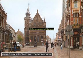 F005688 Oudestraat met centraal het Oude Raadhuis.