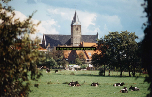F005709 Ned. Hervormde kerk en omgeving.