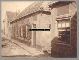 F001184 Schokkerhuisjes in de Schokkerbuurt, in 1859 verhuisden de bewoners van Schokland naar dit gedeelte in ...