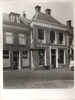 F000884 Winkel- woonhuizen aan de Hofstraat resp. nr. 124 en nr. 126.