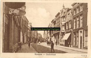 F001237 Oudestraat, gezien richting Nieuwe Toren.