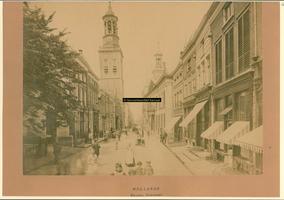 F001270 Oudestraat ter hoogte van de Plantage, richting Nieuwe Toren, aan de rechterzijde het Oude Raadhuis.