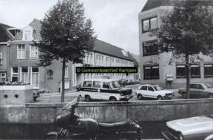 F005730 Gebouwen van het verzorgingshuis Myosotis op de hoek Burgwal / Burgwalstraat.