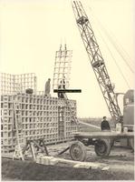 F000854 Bouw van een portierswoning van de firma N.V. Schokbeton aan de Haatlanderdijk.