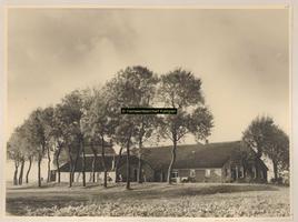 F001047 Erf 18 op het Kampereiland, met boerderij, schuur en hooiberg, bewoond door B. van 't Oever.