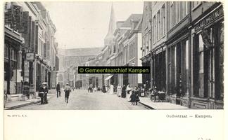 F001219 Oudestraat, gezien richting Bovenkerk, rechts Bakkerij De Bijenkorf.