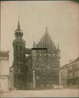 F001299 Schepentoren en Oude Raadhuis, met loopbrug van de toren naar het dak van het Raadhuis.