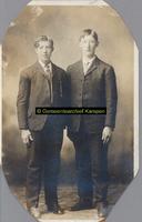F005740 Gebroeders Broek, links Derk (1859-1932) en rechts Barteld (1846-1907).